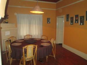 Oribi Gorge rustic cottage dining room