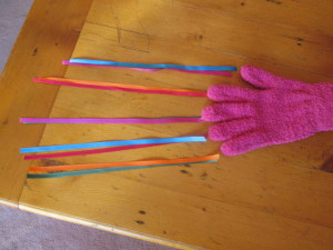 Kitten toy ribbon glove, arranging colours